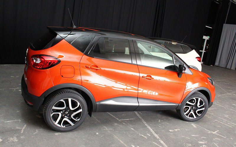 scooped renault captur production ready pictures renault captur forums. Black Bedroom Furniture Sets. Home Design Ideas